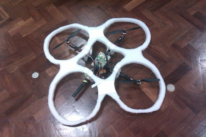 File:QuadcopterWithSafetyGuard.jpg